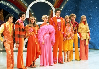 'The Brady Bunch Variety Hour' (l to r:) Christopher Knight, Barry Williams, Maureen McCormick, Florence Henderson, Robert Reed, Susan Olsen, Mike Lookinland and Geri Reischl.