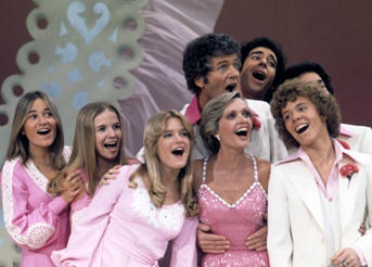 'The Brady Bunch Variety Hour' (l to r:) Maureen McCormick, Geri Reischl, Susan Olsen, Robert Reed, Florence Henderson, Barry Williams, Mike Lookinland and Christopher Knight.