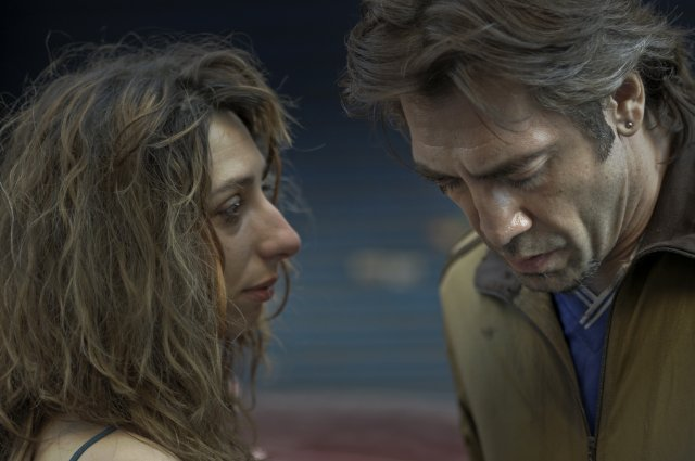 Maricel Álvarez and Javier Bardem in BIUTIFUL.