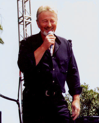 Tony Burrows performing at RetroFest, Santa Monica CA, August 14, 1999.  Copyright 1999 Jay S. Jacobs.