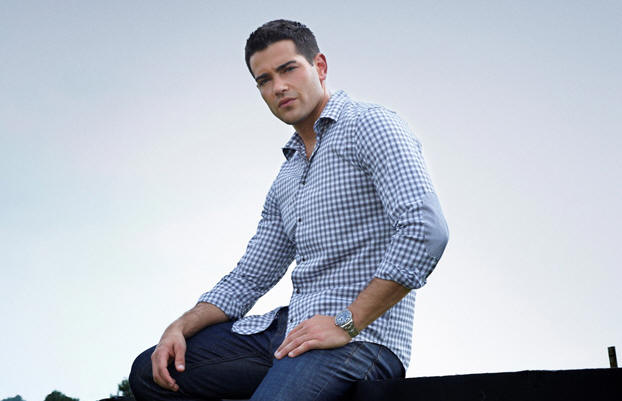 Jesse Metcalfe stars in DALLAS.