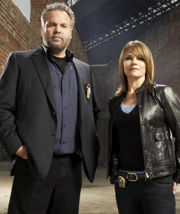 LAW & ORDER: CRIMINAL INTENT -- Pictured: (l-r) Vincent D'onofrio as Detective Robert Goren, Kathryn Erbe as Detective Alexandra Eames -- USA Network Photo: Miranda Penn Turin
