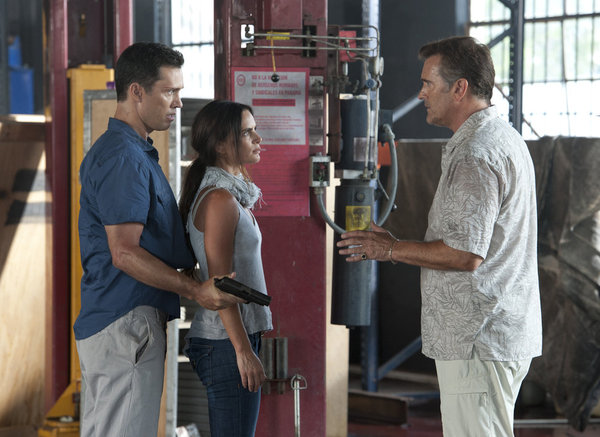"BURN NOTICE -- ""Desperate Measures""-- Pictured: (l-r) Jeffrery Donovan as Michael Weston, Gabrielle Anwar as Fiona Glenanne, Bruce Campbell as Sam Axe -- (Photo by Glenn Watson/USA Network)"