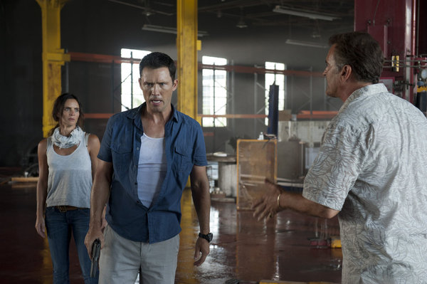 "BURN NOTICE -- ""Desperate Measures"" -- Pictured: (l-r) Gabrielle Anwar as Fiona Glenanne, Jeffrey Donovan as Michael Westen, Bruce Campbell as Sam Axe -- (Photo by Glenn Watson/USA Network)"