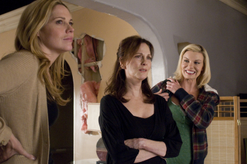 Mary McCormack, Lesley Anne Warren and Nichole Hiltz in 'In Plain Sight.'
