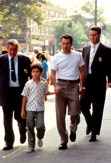 Robert De Niro and Francis Capra star in A Bronx Tale (1993)
