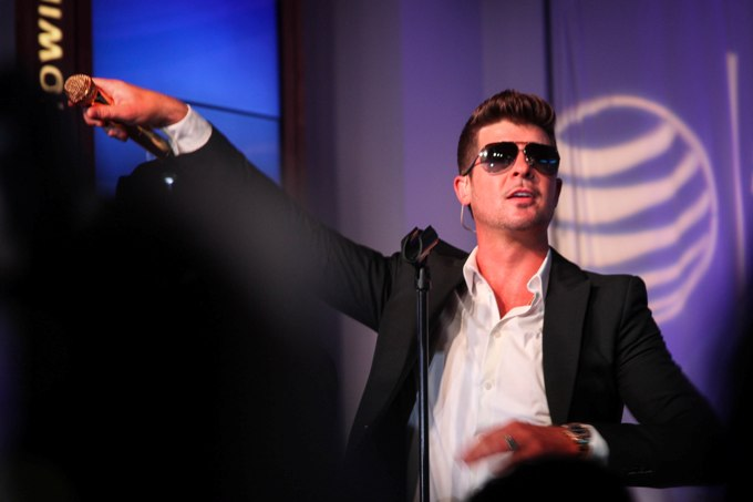 Robin Thicke - AT&T Store Michigan Avenue - Chicago, IL - August 15, 2013 - photo courtesy of Brand Marketing and Entertainment � 2013