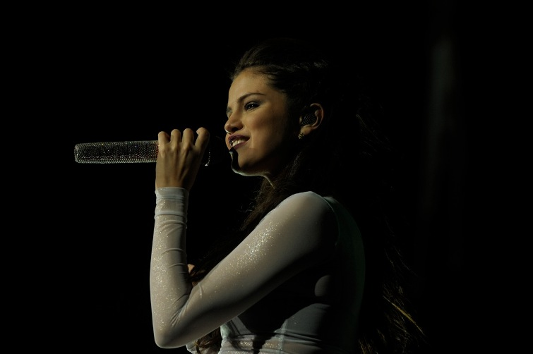 Selena Gomez - Wells Fargo Center - Philadelphia, PA - October 18, 2013 - photo by Jim Rinaldi � 2013