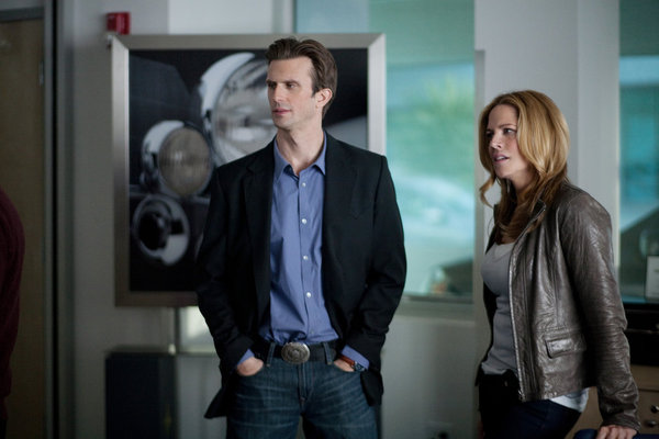 "IN PLAIN SIGHT -- ""The Art of the Steal"" Episode 401 -- Pictured: (l-r) Frederick Weller as Marshall Mann, Mary McCormack as Mary Shannon -- Photo by: Cathy Kanavy/USA Network"