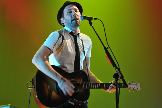 Mat Kearney at the Tower Theater, Upper Darby, PA on May 20, 2009.  Photo: Copyright 2009 Jim Rinaldi.