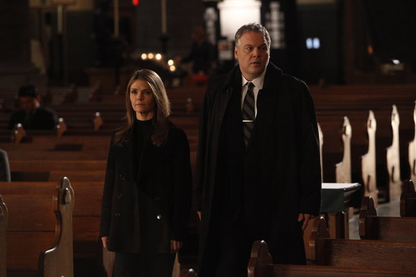 "LAW & ORDER: CRIMINAL INTENT -- ""The Consoler"" -- Pictured: (l-r) Kathryn Erbe as Detective Alex James, Vincent D'Onofrio as Detective Robert Goren -- Photo by: Will Hart/USA Network"