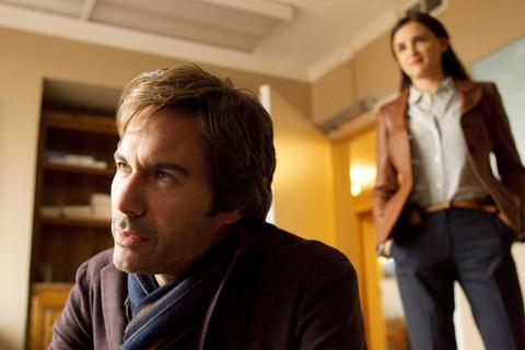 "Eric McCormack stars as Dr. Daniel Pierce and Rachael Leigh Cook stars as Agent Kate Moretti in the TNT drama ""Perception."""