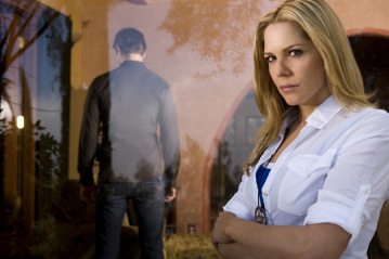 Fred Weller and Mary McCormack in 'In Plain Sight.'