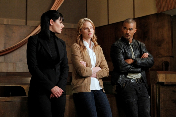 """What Happens At Home..."" -- Prentiss (Paget Brewster, left) and Morgan (Shemar Moore, right) talk with FBI cadet Agent Ashley Seaver (Rachel Nichols, center) as the BAU searches inside a gated New Mexico community for a killer targeting women, on CRIMINAL MINDS, Wednesday, Dec. 8 (9:00-10:00 PM, ET/PT) on the CBS Television Network. Photo: Sonja Flemming/CBS.  �2010 CBS BROADCASTING INC. All Rights Reserved."