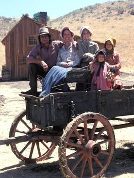Little House on the Prairie - 1974 - l. to r.: Michael Landon, Karen Grassle, Melissa Sue Anderson, Lindsay Greenbush and Melissa Gilbert