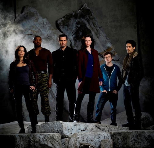 Rachel Nichols and the cast of CONTINUUM.
