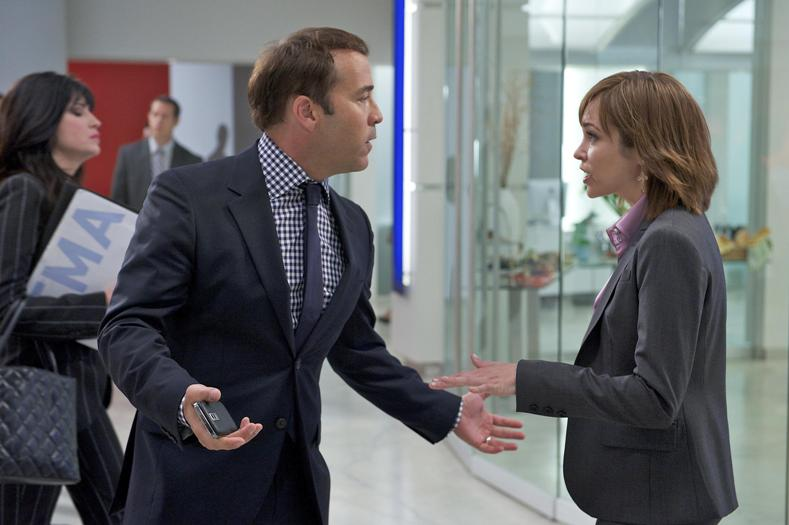 Jeremy Piven as Ari Gold and Autumn Reeser as Lizzie Grant in ENTOURAGE.