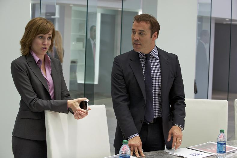 Autumn Reeser as Lizzie Grant and Jeremy Piven as Ari Gold in ENTOURAGE.