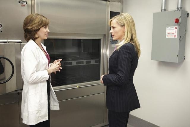 Autumn Reeseras Katie Andrews and Julie Benz as Stephanie Powell in NO ORDINARY FAMILY.
