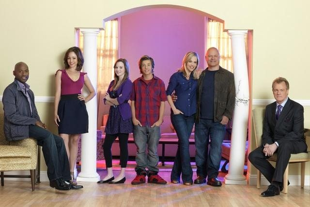NO ORDINARY FAMILY: (left to right) Romany Malco, Autumn Reeser, Kay Panabaker, Jimmy Bennett, Julie Benz, Michael Chiklis and Stephen Collins