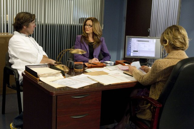 Mary McDonnell as Captain Raydor and Kyra Sedgwick as Deputy Chief Brenda Johnson in THE CLOSER.