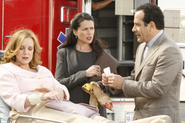 "MONK -- ""Mr.Monk's Favorite Show"" Episode 8001 -- Pictured: (l-r) Elizabeth Perkins as Christine Rapp, Rena Sofer as Kim Kelly, Tony Shalhoub as Adrian Monk -- USA Network Photo: Vivian Zink"