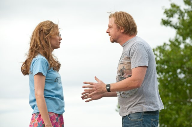 Kristin Wiig and Simon Pegg in the movie PAUL.