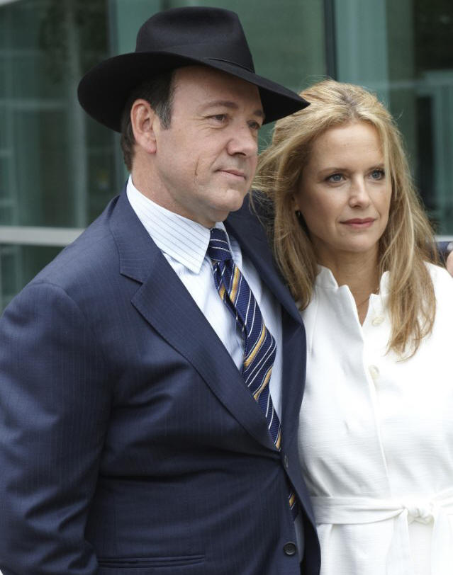 Kevin Spacey and Kelly Preston in CASINO JACK.