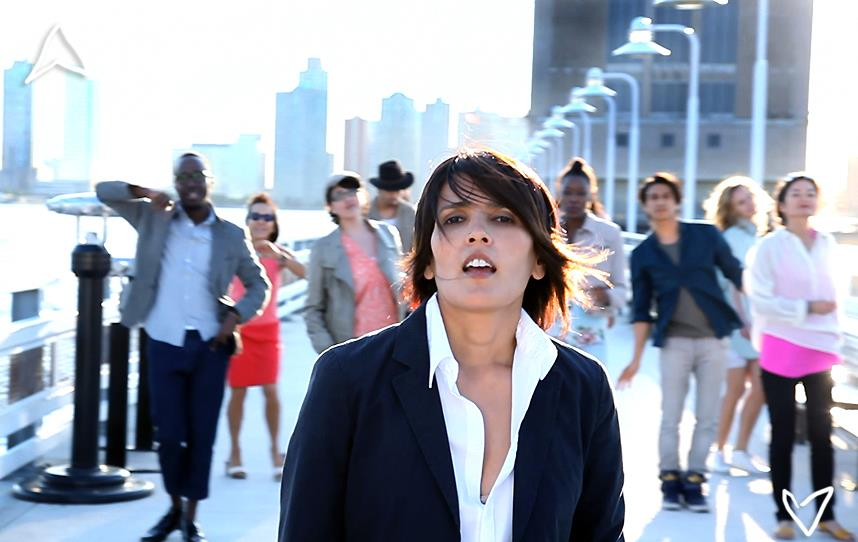 "Tanita Tikaram filming the video for ""Dust on My Shoes."""