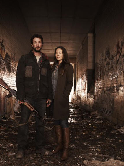 Noah Wyle and Moon Bloodgood star in the TNT Network series FALLING SKIES.